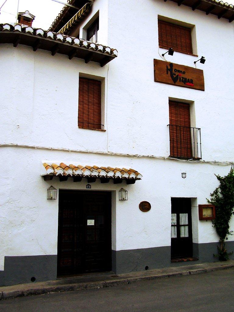 Fachada del edificio del restaurante :: © Restaurante Horno de Víznar