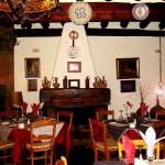 Rincón de la chimenea en el comedor de la primera planta :: © Restaurante Horno de Víznar